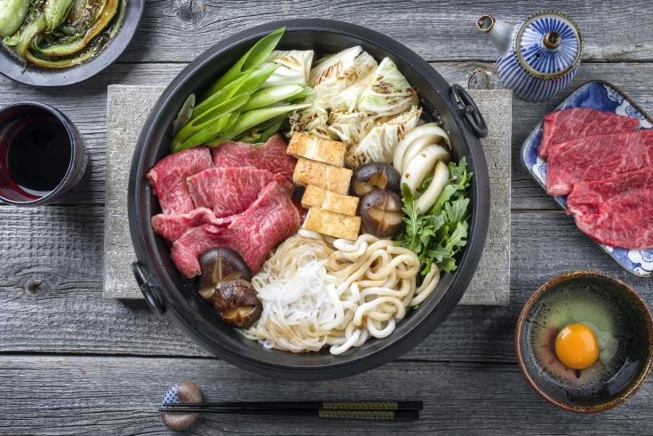 Shirataki_Noodles_in_Sukiyaki_shutterstock_567660235